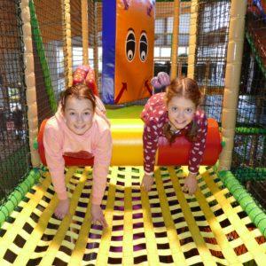 Indoorspielplatz 2020-01 Mädchen spielen_quadrat_web